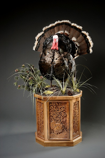 Forward Turkey Carved Pedestal