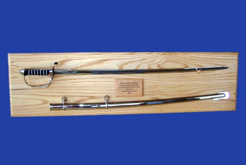 gow-sword-plaque